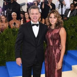 Mat Damon and Luciana Barroso on the Met Gala red carpet 2017