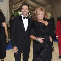 Hugh Jackman an his wife on the Met Gala red carpet 2017