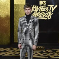 MIles Heizer in the red carpet of the MTV Movie & TV Awards 2017