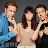 The cast of 'Outlander' poses during the Comic-Con 2017