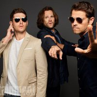 The cast of 'Supernatural' poses during the Comic-Con 2017