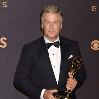 Alec Baldwin with his Emmy 2017 for Best Supporting Actor in a Comedy Series
