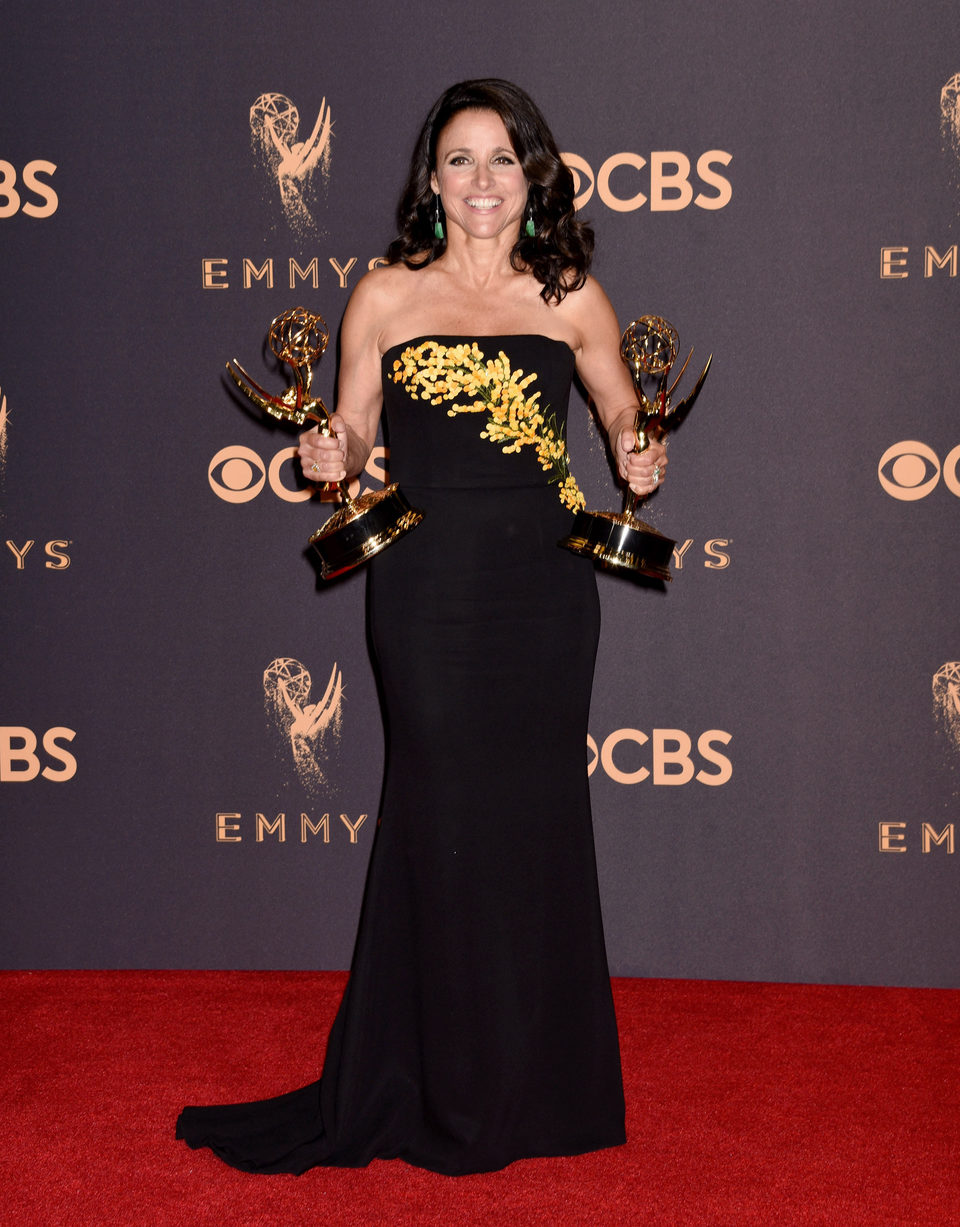 Julia Louis-Dreyfus with her Emmy 2017 for best actress in a comedy series