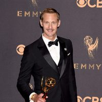 Alexander Skarsgard with his Emmy 2017 for best supporting actor in a miniseries