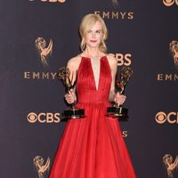 Nicole Kidman with her Emmy 2017 for best actress in a miniseries
