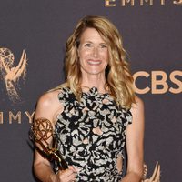 Laura Dern with her Emmy 2017 for best supporting actress in a miniseries