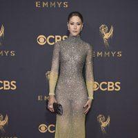 Amanda Crew at the Emmy 2017 red carpet