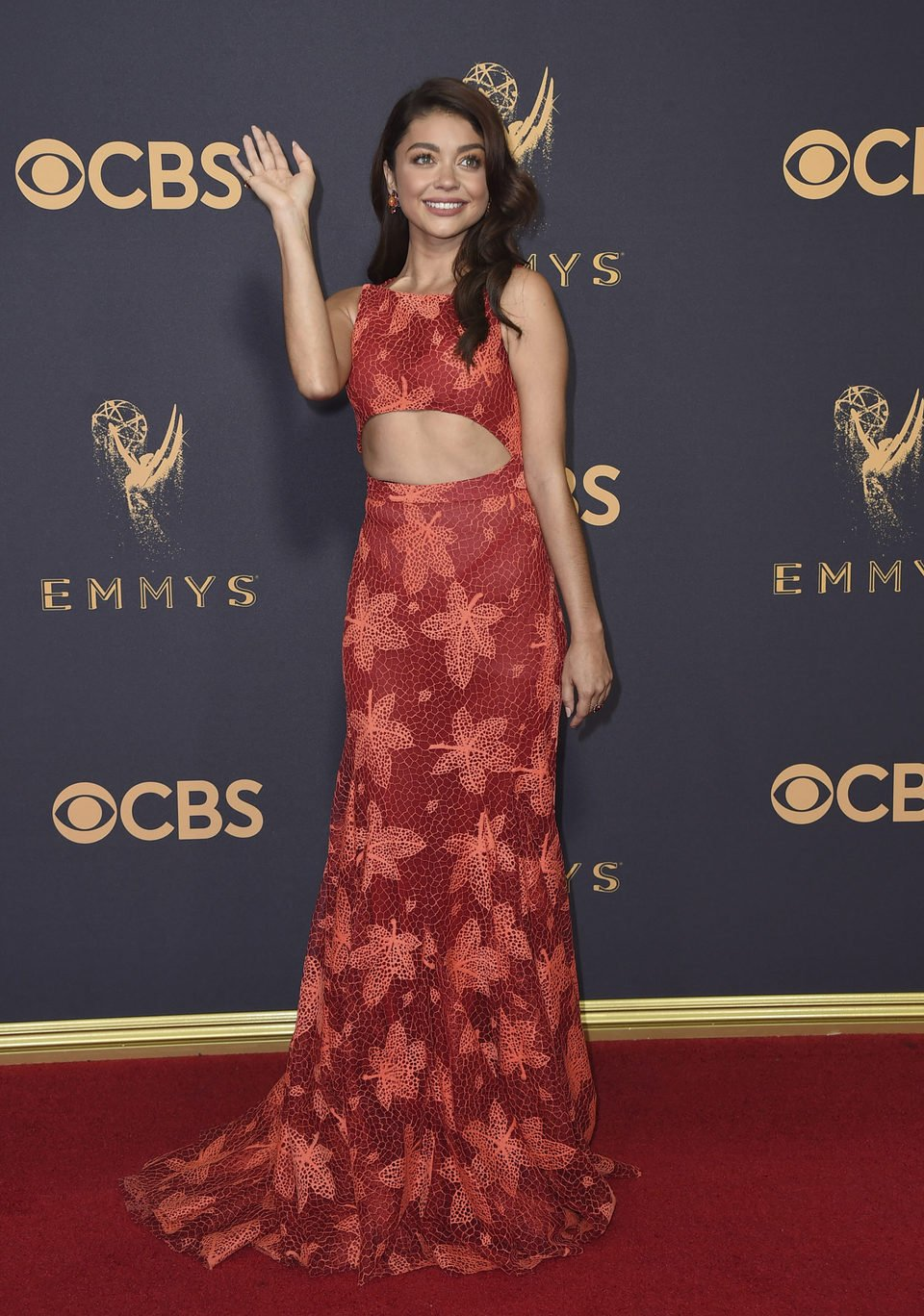 Sarah Hyland at the Emmy 2017 red carpet