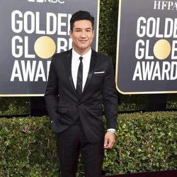 Mario Lopez at the Golden Globes 2018 red carpet