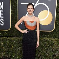 Allison Williams at the red carpet of the Golden Globes 2018