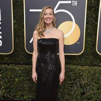 Yvonne Strahovski at the Golden Globes 2018 red carpet