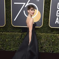 Alison Brie at the red carpet of the Golden Globes 2018
