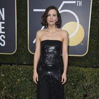 Maggie Gyllenhaal at the Golden Globes 2018 red carpet