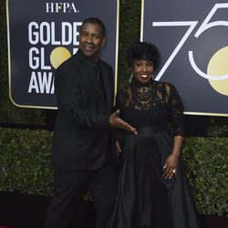 Denzel Washington and his wife at the Golden Globes 2018 red carpet
