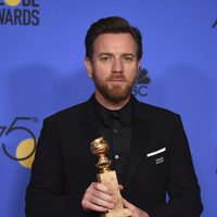 Ewan McGregor win Best Supporting Actor on Tv at Golden Globes 2018 - Drama