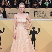 Dakota Fanning poses for the red carpet SAG 2018 cameras