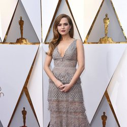 Zoey Deutch at the 2018 Oscars red carpet