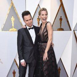 Sam Rockwell and Leslie Bibb at the Oscar 2018 red carpet