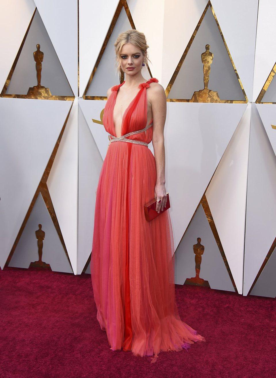 Samara Weaving at the red carpet of the Oscars 2018