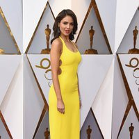 Eiza González at the Oscar 2018 red carpet