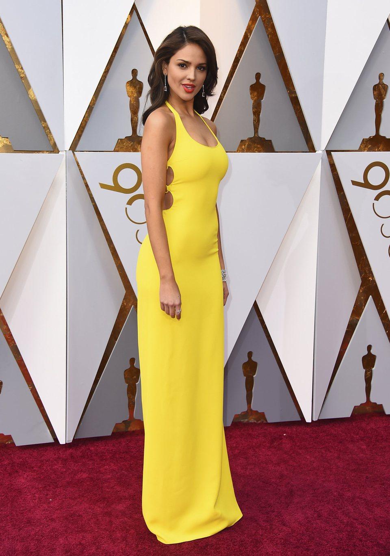 Eiza González at the Oscar 2018 red carpet