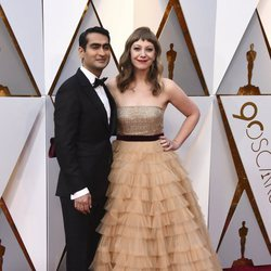 Kumail Nanjiani and Emily V. Gordon at the red carpet of the Oscars 2018