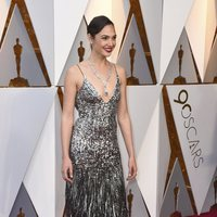 Gal Gadot at the Oscars 2018 red carpet