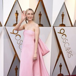 Saoirse Ronan at the red carpet of the Oscars