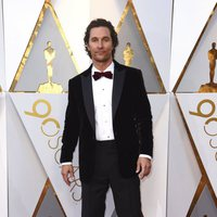 Matthew McConaughey at the red carpet of the Oscars