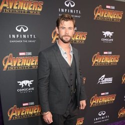 Chris Hemsworth poses on the purple carpet at the world premiere of 'Avengers: Infinity War'