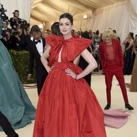 Anne Hathaway at the Met Gala 2018